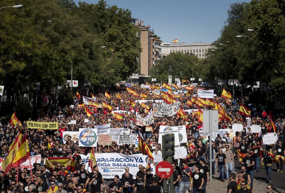 Manifestación convocada en Madrid por la Asociación Jusapol para reivindicar la equiparación salarial con otros cuerpos policiales.