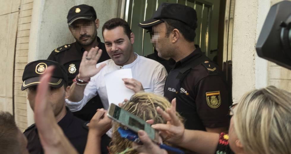 El acusado del doble crimen de Almonte, sale en libertad de la Audiencia de Huelva.