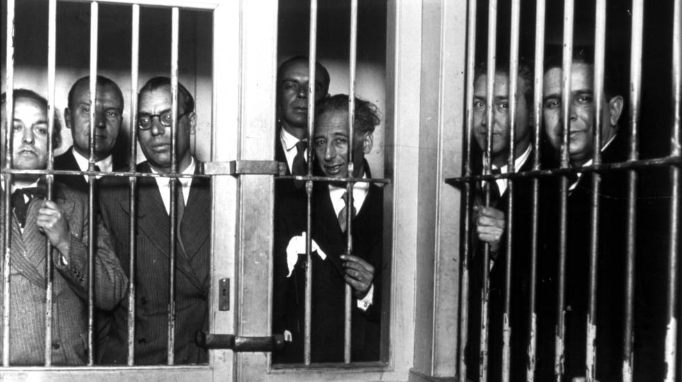 Companys, junto a miembros de su gabinete en la cárcel Modelo en 1935. ALFONSO SÁNCHEZ-PORTELA