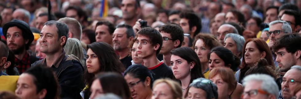 Rajoy pide a Puigdemont que confirme la declaración de independencia para aplicar el artículo 155