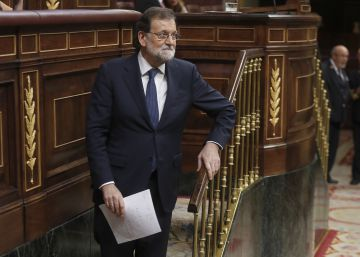 Socialists back PM on Catalonia, win support for constitutional reform