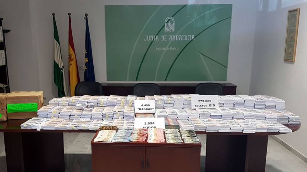 Incautación de boletos y dinero vinculados a la lotería ilegal en Cádiz.