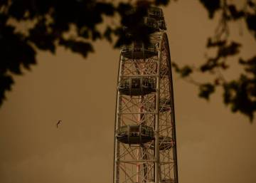 Los cielos de Londres y de la Bretaña francesa se tiñen de naranja