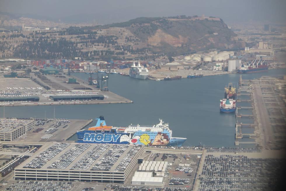 """El barco Moby Dada, más conocido como """"el del Piolín"""", en el puerto de Barcelona."""
