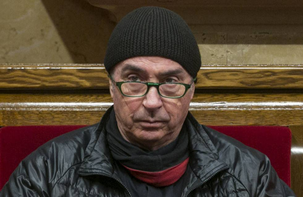 El cantautor y diputado Lluis Llach, en un pleno del Parlamento catalán, en Barcelona, en abril.