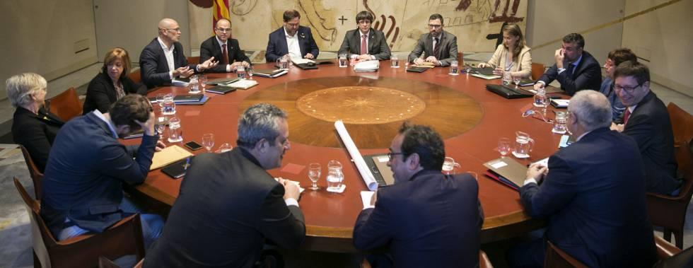 24102017 - Barcelona - Reunion de Gobierno de la Generalitat de Cataluña. En la imagen Oriol Junqueras, Carles Puigdemont y Jordi Turull. Foto: Massimiliano Minocri
