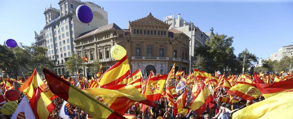 Puigdemont y cinco exconsejeros se refugian en Bruselas