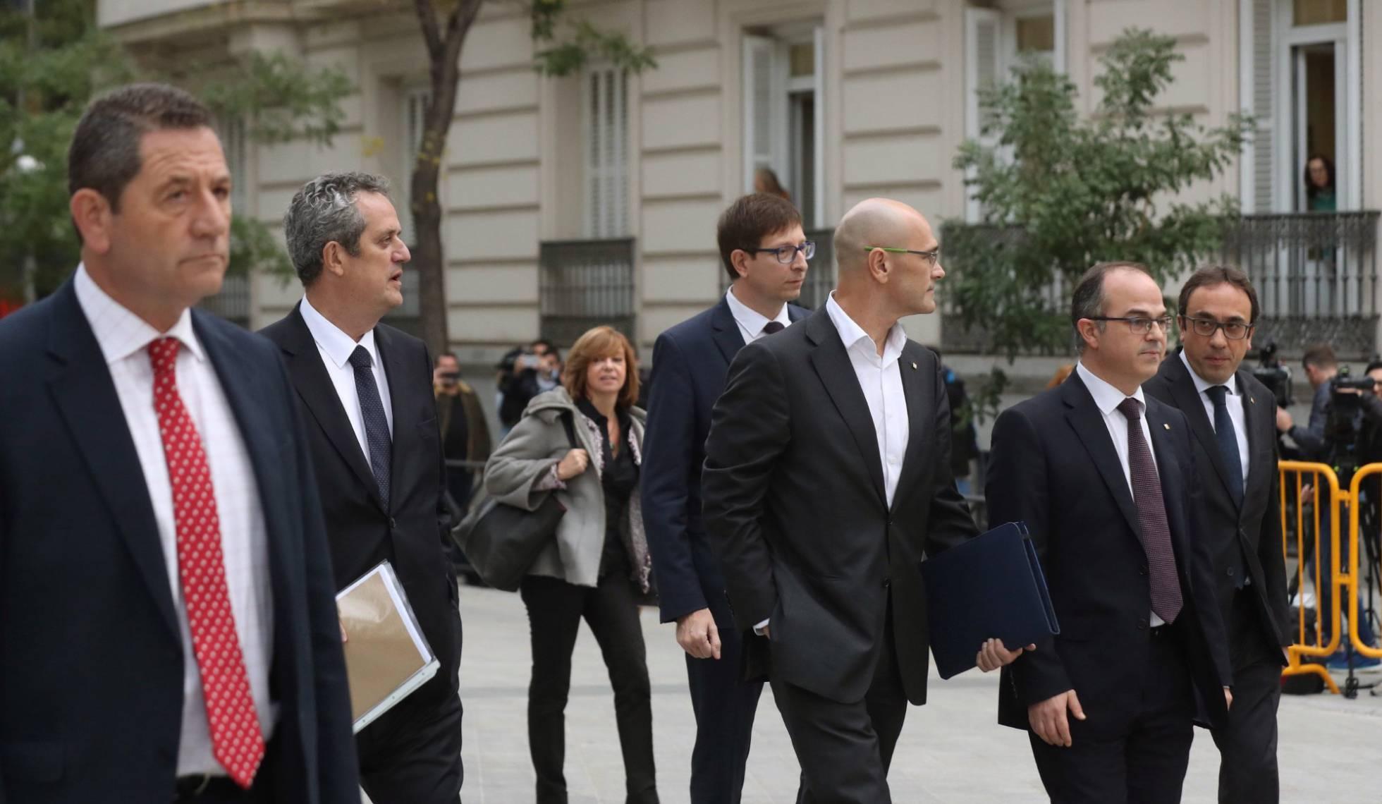 Consulta íntegros los autos de prisión para los consellers de Puigdemont 1509638311_403082_1509638455_noticia_normal_recorte1