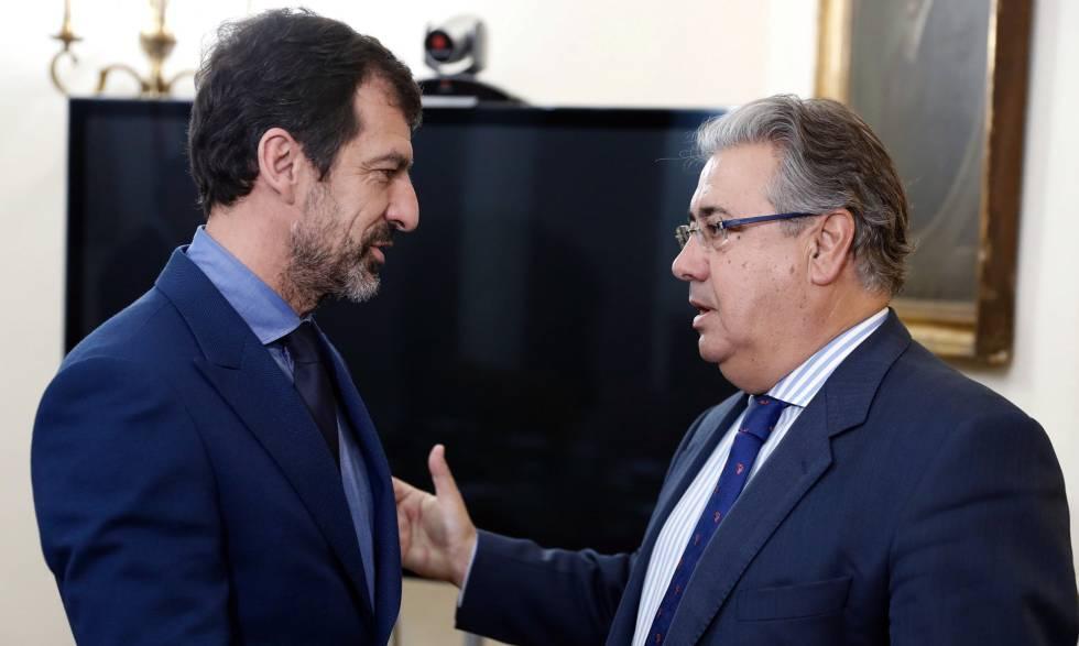 Ferrán López con el ministro de Interior, Juan Ignacio Zoido.