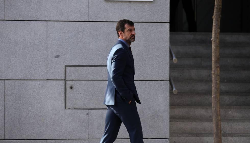 Ferrán López, actual jefe de los mossos, en sustitución de Trapero, sale de la Audiencia Nacional tras declarar.