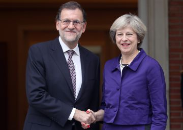 Rajoy visita a May de urgencia en plena crisis final del Brexit