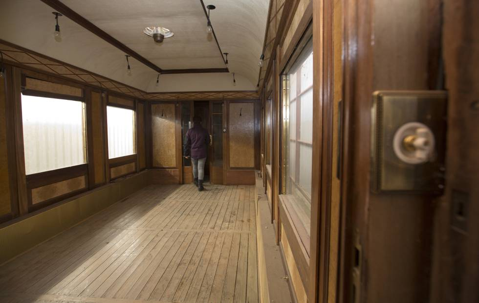 The meeting room, the largest area of the train carriage.