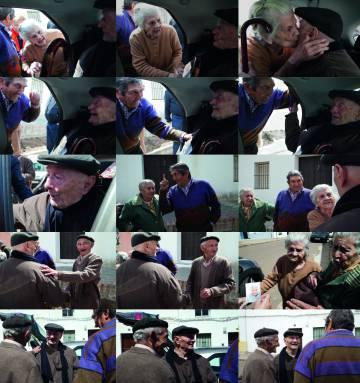 'El Hombrecino' viajó en 2012 a Almendral. Fue recibido con mucha alegría por sus paisanos que hacía más de 20 años que no le veían.