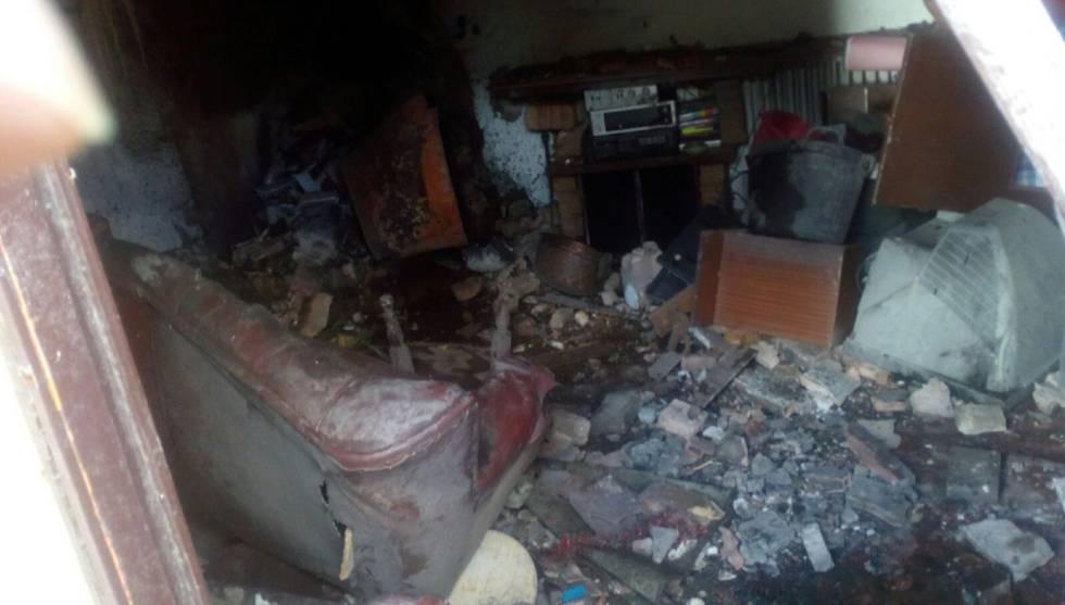 Interior de la vivienda afectada por la explosión de una caldera en Cintruénigo, Navarra.