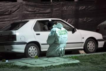 Un Guardia Civil, este jueves en la barriada de La Fuensanta (Coín, Málaga).