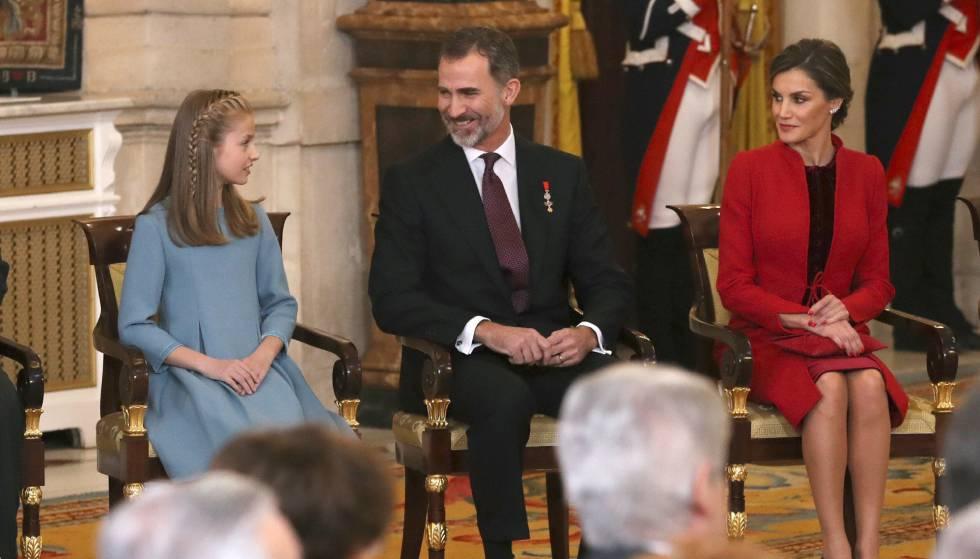 La princesa de Asturias doña Leonor, el rey Felipe VI y la reina Letizia este miércoles en el Palacio Real.