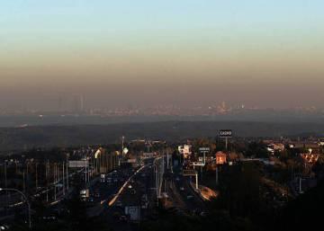 Bruselas reclama explicaciones a España por la contaminación de Madrid y  Barcelona · Resignados a combatir la  boina  de Madrid con lluvia e2d22c3bf22