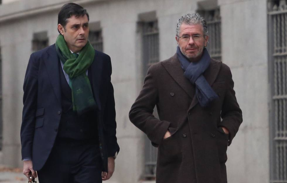 Francisco Granados (R), arriving at the High Court.