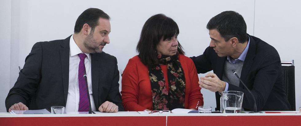 El secretario general de PSOE, Pedro Sánchez, encabeza una reunión de la Ejecutiva en Ferraz.
