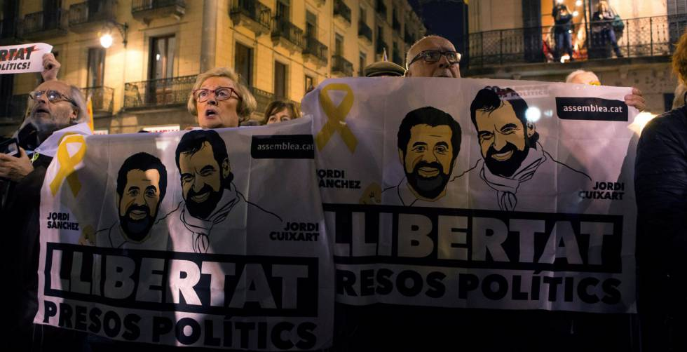 Protesters demanding the release of jailed independence leaders.