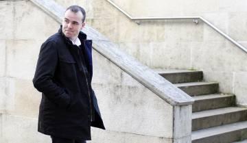 David Pérez Lago abandona la Audiencia tras firmar una condena a tres años de prisión por blanqueo de capitales.