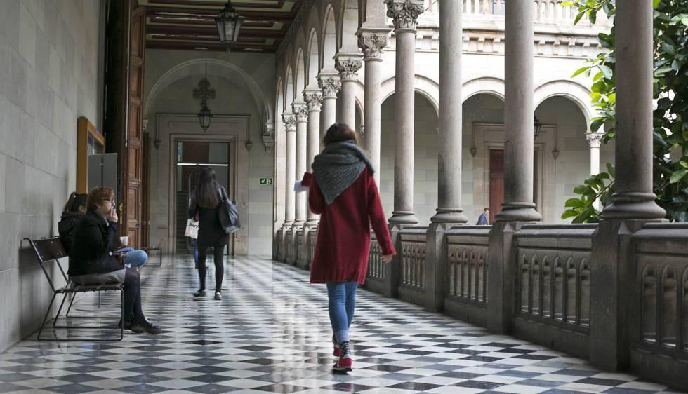Claustro de la Universidad de Barcelona.