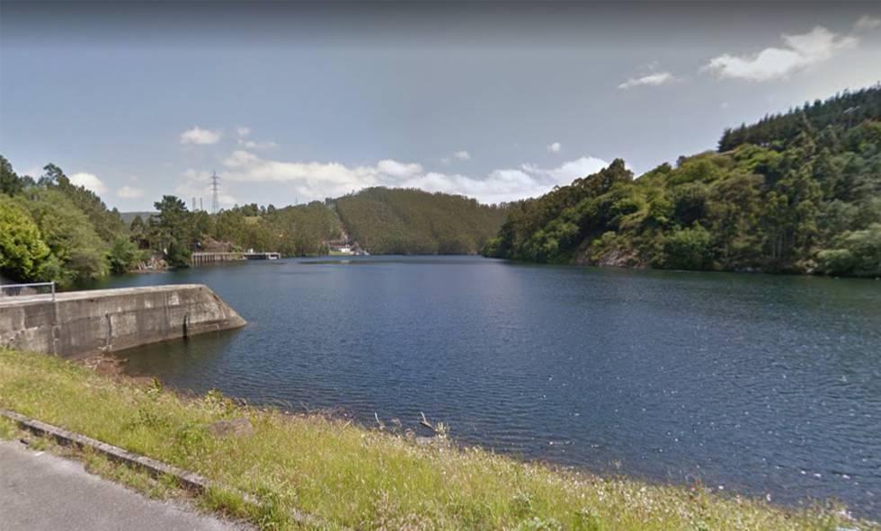 Una vista del embalse de Arbón (Asturias), donde ha sido hallado el cadáver de una mujer este martes.