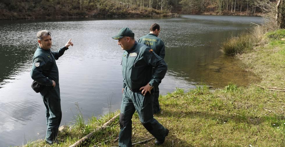La Guardia Civil  en la zona en la que fue hallado el cadáver de Paz Fernández