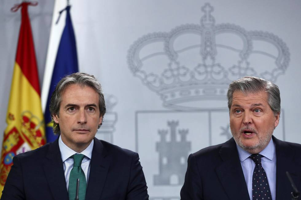 Íñigo de la Serna e Íñigo Méndez de Vigo, tras el Consejo de Ministros.