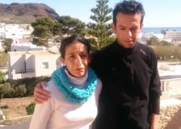 Cientos de personas se concentran en Almería por la desaparición del pequeño Gabriel