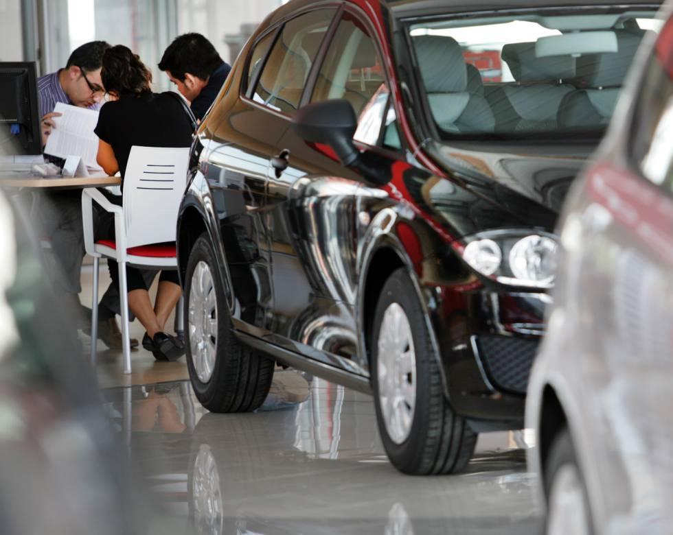 8a95c49ff Las ventas de coches caen en marzo por séptimo mes seguido y encadena la  peor racha desde la recesión
