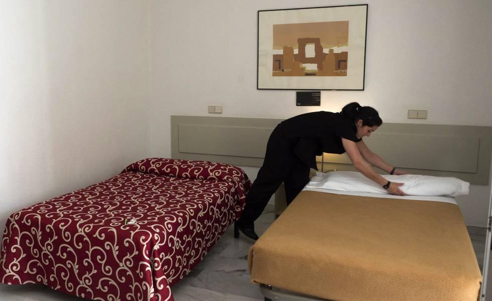 Los empleos con m s oferta en 2018 teleoperador preparador de pedidos y camarero de pisos - Que cobra una camarera de pisos ...