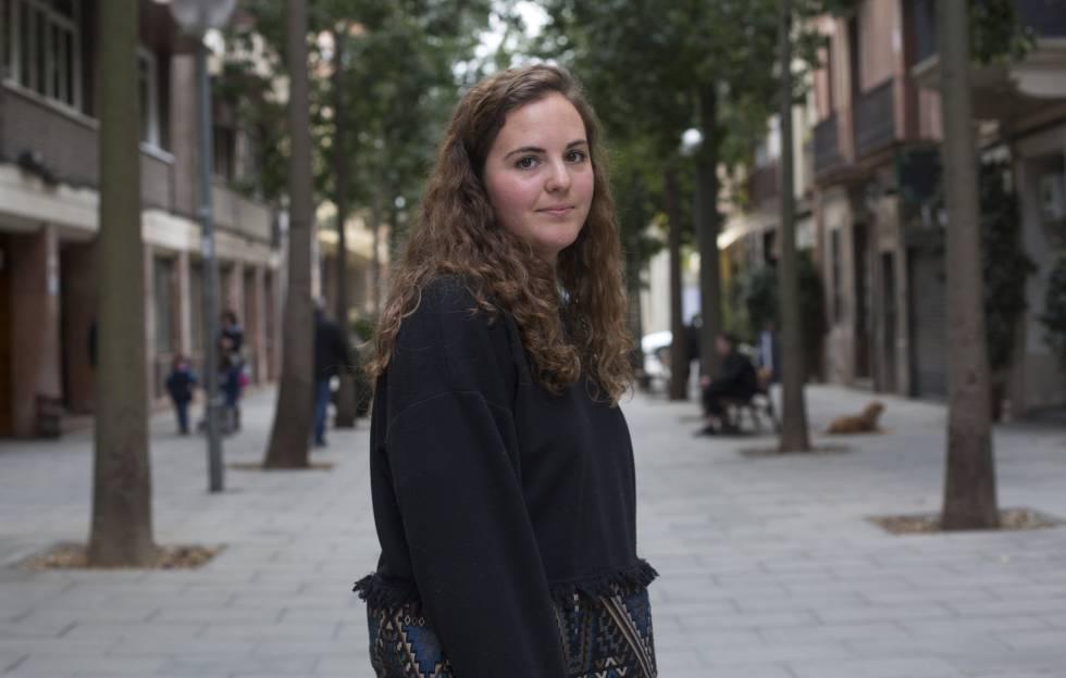 Paula Pérez García, de 22 anos, foi abusada até os 8 anos por um familiar.