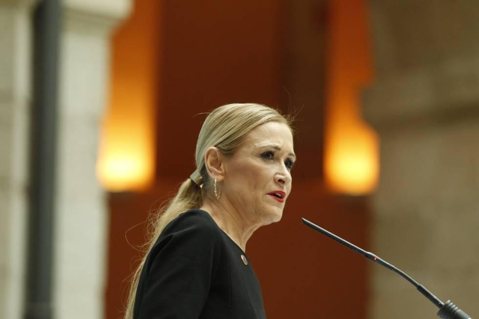Cristina Cifuentes recibe el premio por la Dignidad de la Asociación Victimas del terrorismo.