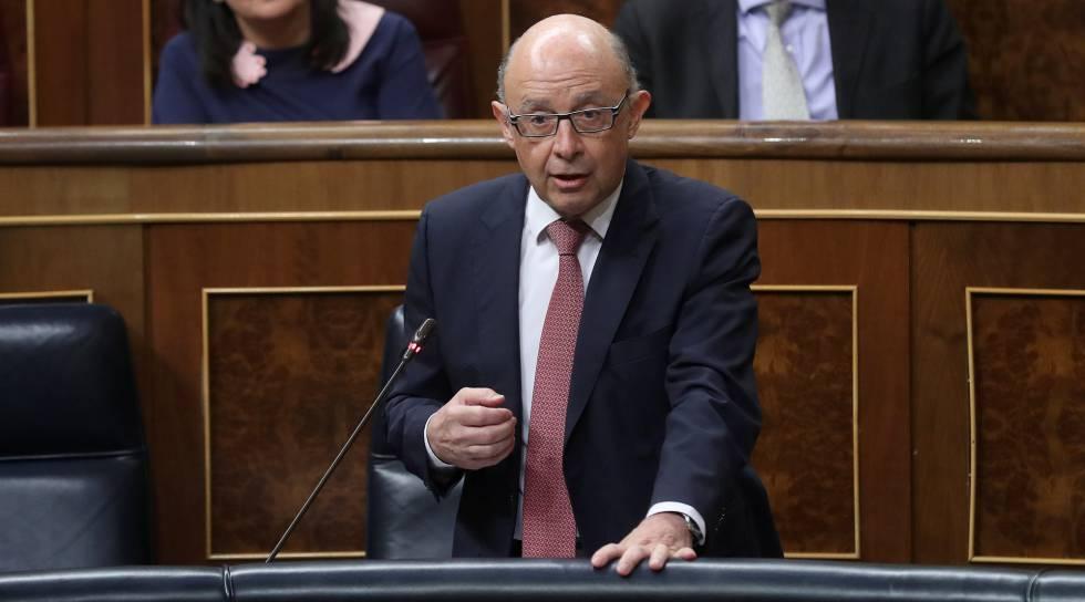Cristobal Montoro, ministro de Hacienda, en el Congreso.