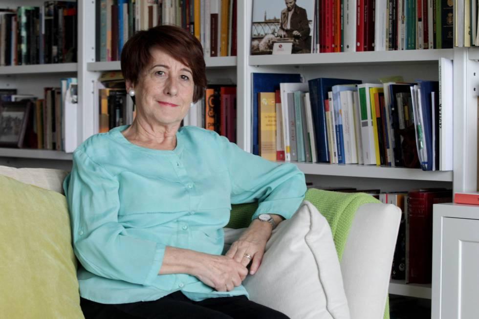 Adela Asúa en su domicilio, en Bilbao.