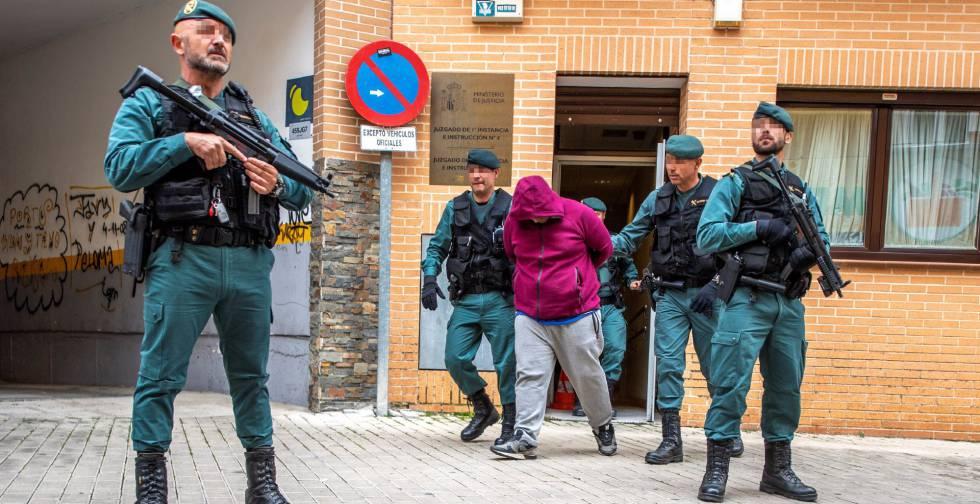 La Guardia Civil prohibirá a sus agentes las uñas largas, los tintes ...