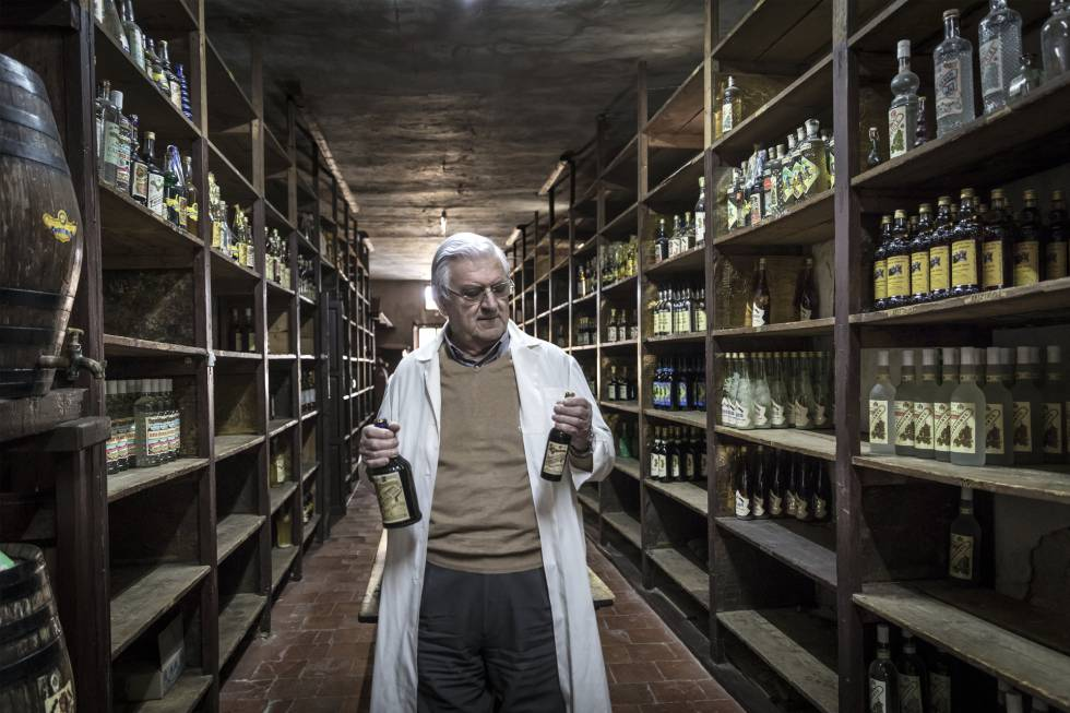Juan Juan Micó, owner of Ayelo distilleries, with original Kola-coca bottles.