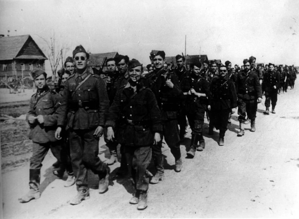Soldados españoles de la División Azul en el frente de Rusia, durante la II Guerra Mundial.