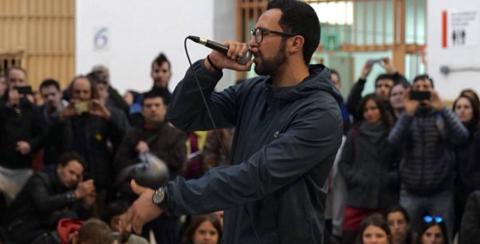 Valtonyc during a concert at Modelo penitentiary.
