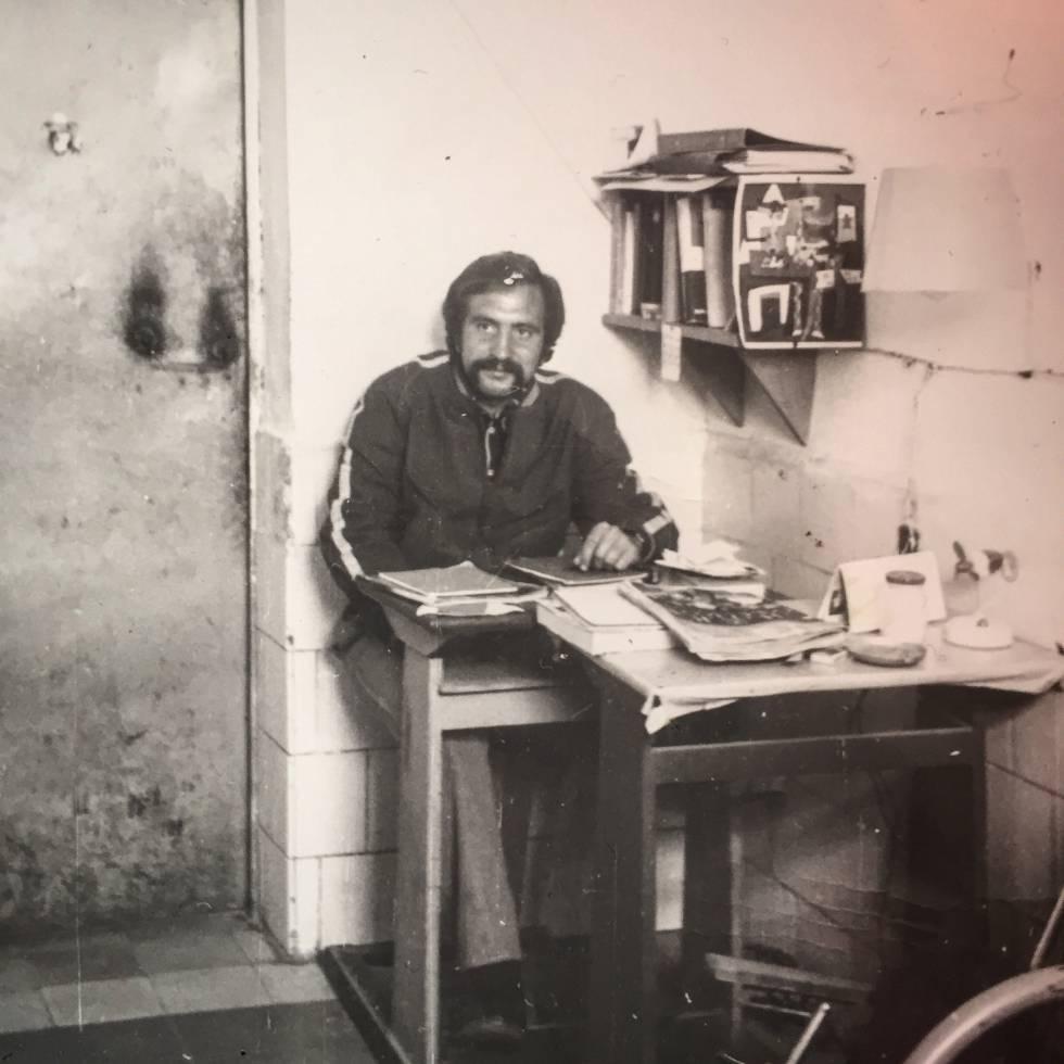 Antonio Chapero en su celda de Carabanchel