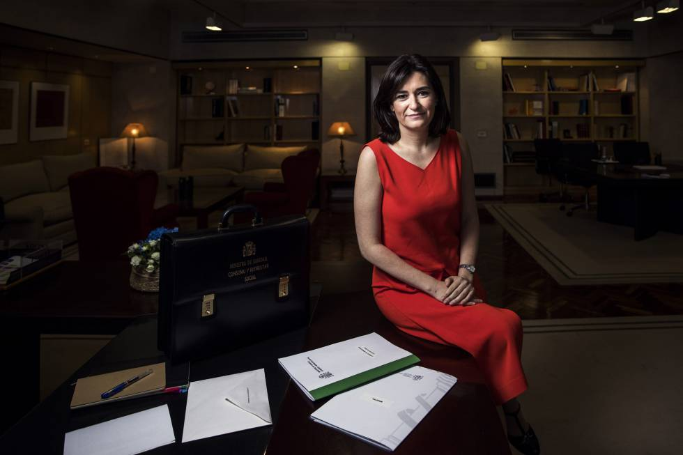 Carmen Monton en su despacho en el ministerio.