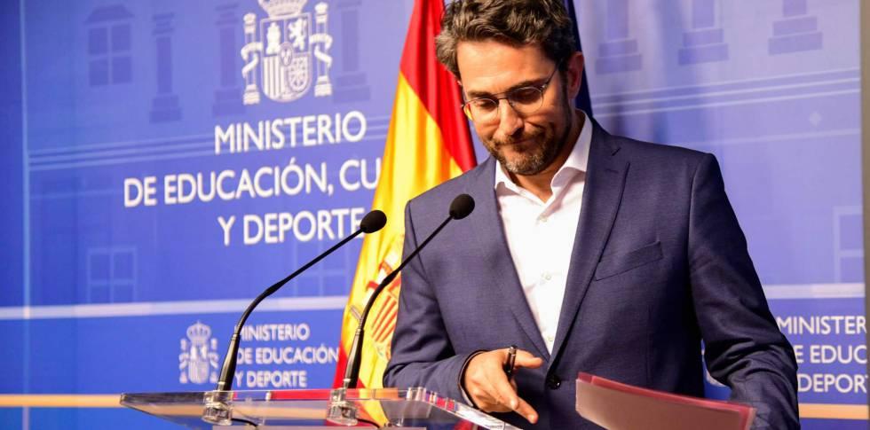 Màxim Huerta, durante el anuncio de su dimisión. rn