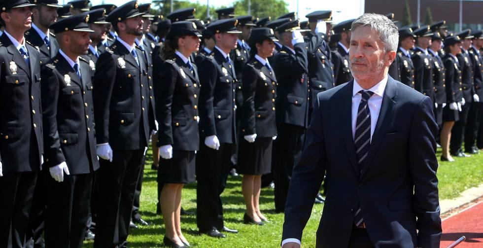 El ministro de interior Fernando Grande Marlaska ante los 1.298 agentes que juraron este jueves su cargo en la Escuela de Policía de Ávila.rn rn rn