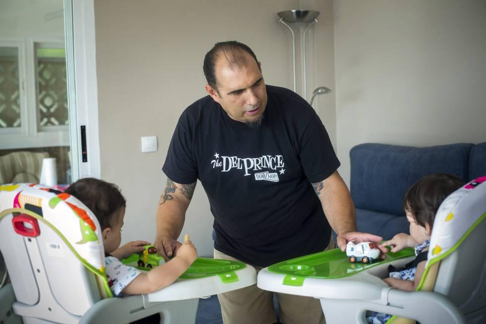 8d91d2a673 Padres castigados en el trabajo por cuidar de sus hijos