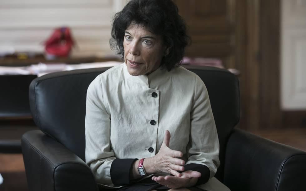 Isabel Celaá en su despacho del Ministerio.
