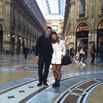 José Manuel Ramírez y Pilar Otero en la galería Vittorio Emanuele de Milán.