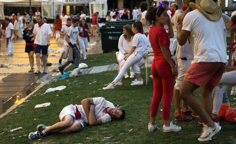 Un grupo de personas, durante las fiesta de San Fermín de este año.