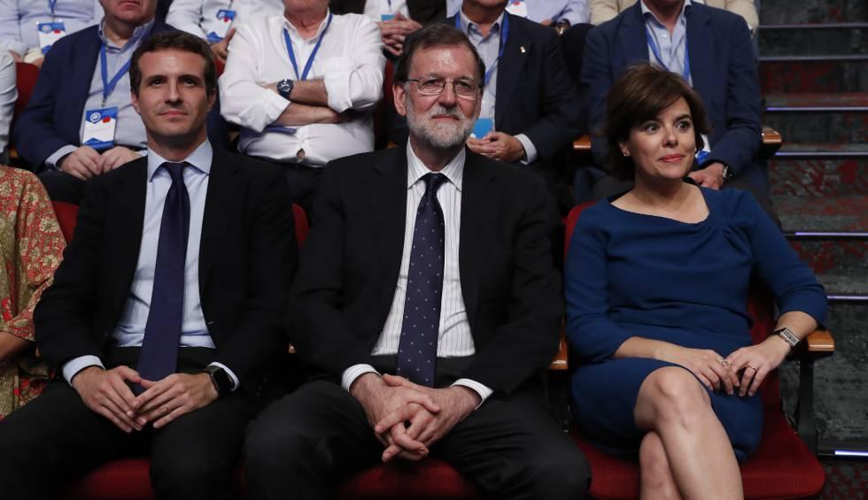 Casado, Rajoy y Sáenz de Santamaría, durante el congreso del PP.