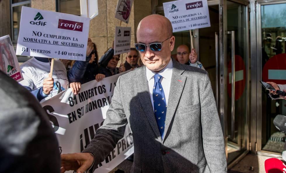 Andrés Cortabitarte, jefe de Seguridad de Adif y primer cargo imputado por el juez, en los juzgados de Santiago.